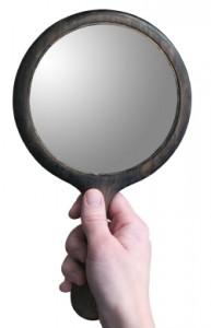 Hand-holding-mirror-193x300